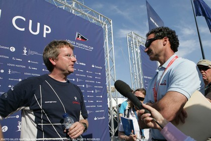 18 04 2007-Valencia (Spain)- 32nd America's Cup - Louis Vuitton Cup - RR1 - DAY 3BMW ORACLE Racing Weather man Chris Bedford at mixed zone interviewed by Paul Cayard