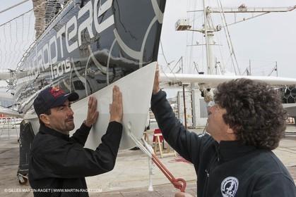 18 04 2012 - La Ciotat (FRA,13) - L'Hydroptère en préparation - Présentation du  nouvele équipage - Luc Alphand - Jean le Cam
