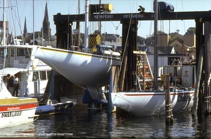 Newport 1983, Challenge 12 , Australia II under the same lift