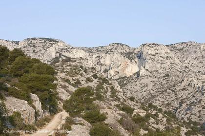 20 03 2009 - Marseille (FRA, 13) - Les Calanques - Crêtes de l'Estret - right. : Vallon des rampes and Cirque des Pételins, left. : Vallon de la réserve