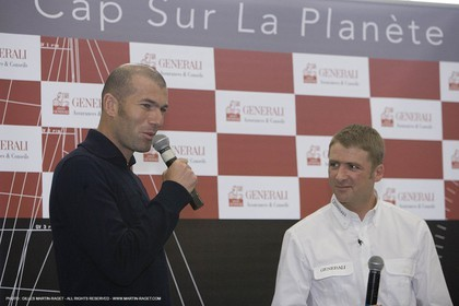 23 01 2007 - Vannes (FRA) - Soccer champion Zinedine Zidane take a visit at Multiplast boatyard where is built GENERALI, the next IMOCA monohull of french sailor Yann Eliès