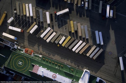Marseilles, containers unloading