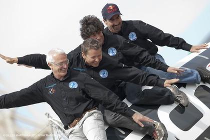 18 04 2012 - La Ciotat (FRA,13) - L'Hydroptère en préparation - Présentation du  nouvele équipage