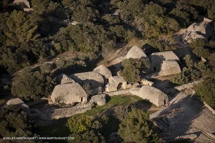 France, Provence, Luberon, Gordes, Village des Bories