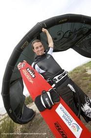 08 05 2008 - Port Saint Louis du Rhône (FRA, 13) - kite surfer Alexandre Caizergues training