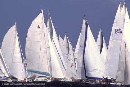 Crusing monohull sailing