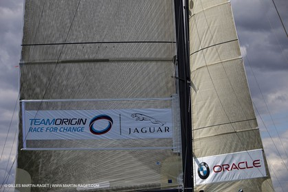 02 08 2010 - Cowes (UK, IOW) - The 1851 Cup -  BMW ORACLE Racing - Training Day.