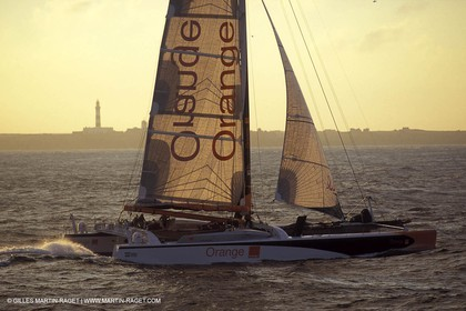 Orange II-2004 Jules Verne Trophy-Ouessant-2nd line crossing