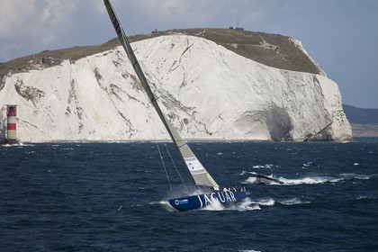 05 08 2010 - Cowes (UK, IOW) - The 1851 Cup -  BMW ORACLE Racing -  - Round The Island Race - Rounding the Needles.