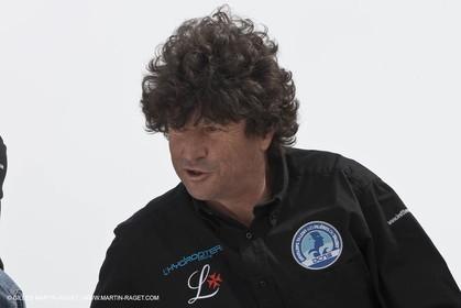 18 04 2012 - La Ciotat (FRA,13) - L'Hydroptère en préparation - Présentation du  nouvele équipage - Jean Le Cam