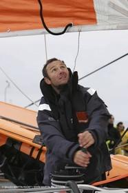 Trophée Jules Verne - Lorient - 30 12 04 - Orange II - Entraînement - A bord - Philippe Péché
