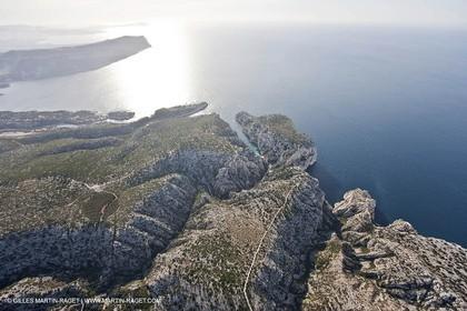 11 03 2009 - Marseille (FRA, 13) - Les Calanques - Baie de Cassis (à g.) - Vallon et calanque d'En Vau (au centre) - vallon et calanque de de L'oule (à dr)