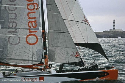 Orange II-2005 Jules Verne Trophy-Orange II and Bruno Peyron cross the starting line in front of the Ushant ligthhouse