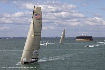 05 08 2010 - Cowes (UK, IOW) - The 1851 Cup -  BMW ORACLE Racing -  - Round The Island Race - Rounding Nab Tower.