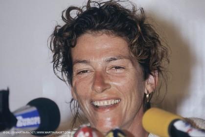 1990, Pointe à Pitre (Guadeloupe), Arrivée victorieuse de Florence Arthaud (Groupe Pierre 1er) dans la Route du Rhum 1990