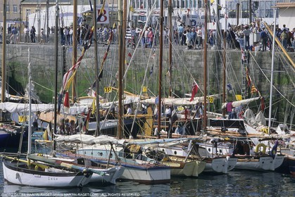 Sailing, shore and dock ambiances, Brest Old rigs gathering