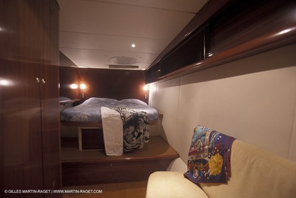 MotorYacht - Inside - Decks