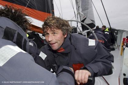 Trophée Jules Verne - Lorient - 30 12 04 - Orange II - Entraînement - A bord - Bernard Stamm
