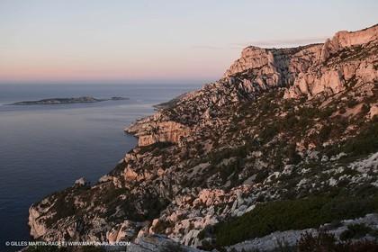 Décember 2009 - Marseille (FRA) - Les Calanques - La Melette rocks as seen from Cortiou pass