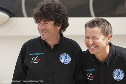 18 04 2012 - La Ciotat (FRA,13) - L'Hydroptère en préparation - Présentation du  nouvel équipage - Jean Le Cam - Alain Thébault