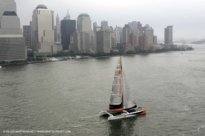 Orange II-Transatlantic record attempt-Sailing off NewTork before the start