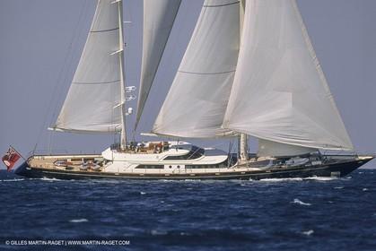 Sailing, Cruising, Super yachts, Perrini Navi, Legacy