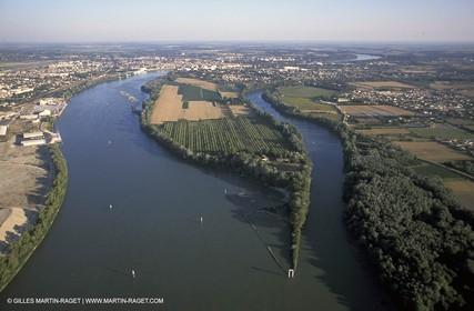 Rhône delta separation before Arles