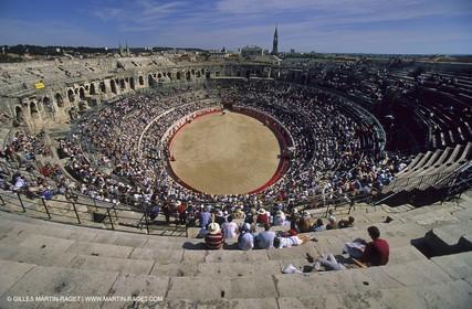 Nîmes - Bullfight in arenas