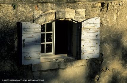 window in Menerbes