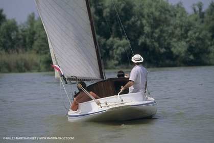 Petits yachts classiques, small classic yachts
