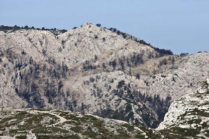 04 04 2009 - Marseille (FRA, 13) - Les Calanques - Fire imprint on the Mrseilleveyre massif under Plateau d' l'homme mort