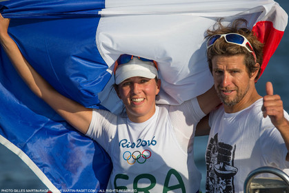 14 08 2016, Rio de Janeiro (BRA), 2016 Olympic Games, Sailing, RSX Women medal race, Charline Picon, gold medalist and her coach Cédric Leroy