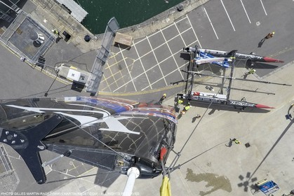 22 07 2015, Portsmouth (GBR), 35th America's Cup, Louis Vuitton America's Cup World Series Portsmouth 2015, Training Day 3, Emirates Team New Zealand, Crane Operations