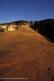 France, Provence, Luberon, Carrières d'ocre près d'Apt, ocher stone pit near Apt