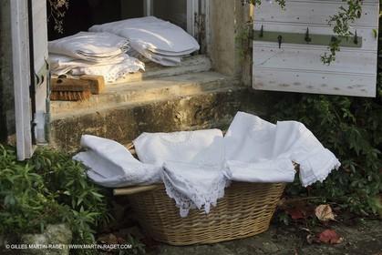 Vallon raget, nice household linen