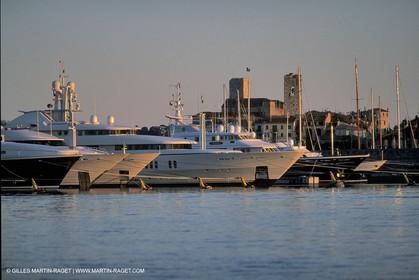 Antibes (FRA, 06) Billionaires Quay