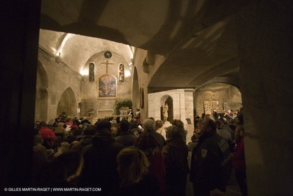 24 12 2006 - Les Baux de Provence - Christmas eve - Midnight mass with vivid crib and traditional procession in Saint Vincent Church.