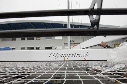 08 10 10 - St Sulpice (SUI) - Hydroptere.ch touches water