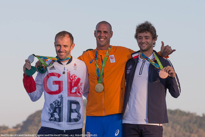 14 08 2016, Rio de Janeiro (BRA), 2016 Olympic Games, Sailing, RSX Men medal ceremony, Nick Dempsey (GBR), Van Rysselberghe Dorian (NED), Pierre le Coq (FRA)