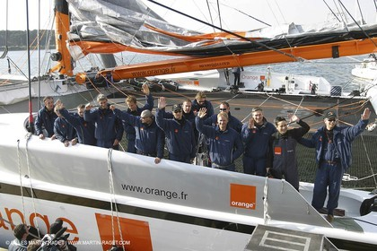 Orange II - 2004 Jules Verne Trophy - whole crew