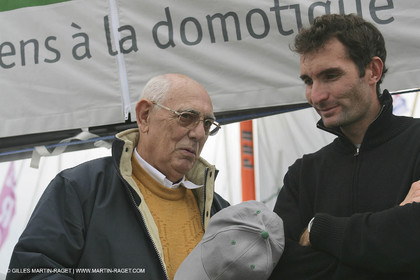 28 10 2006 - Saint Malo (FRA) - Route du Rhum 2006 - Jeremie Beyou with M. Joël Renault, CEO of Delta Dore