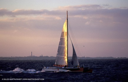 Orange II-2004 Jules Verne Trophy-Ushant-First line crossing
