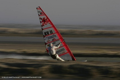 13 11 2004 - Les Saintes Maries de la mer (France) - Irish sailboarder Finian Maynard beat the overall sailing speed record with a run at 46,82 knts.