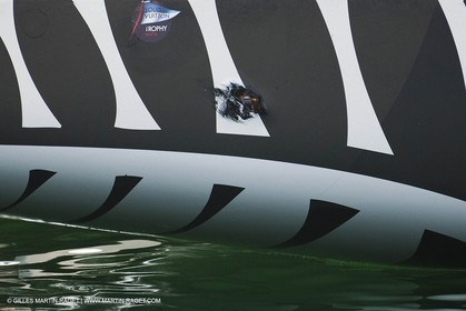 14 11 2010 - Dubai (UAE) - Dubai Louis Vuitton Trophy -  BMW ORACLE Racing - Training - Race Day 1 - Mascalzone Team NZ incident