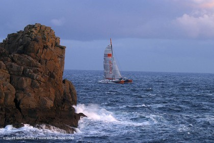 Orange II - 2004 Jules Verne Trophy - Ouessant - first starting line crossing