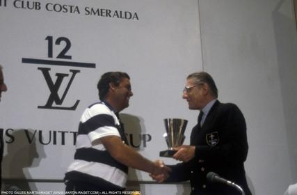 America's Cup, Fremantle 1987 Dennis Conner is given Louis Vuitton Cup by Henri Racamier