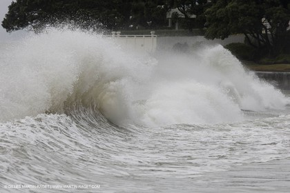 21 01 2011 - Auckland (NZL) - after storm waves at Takapuna