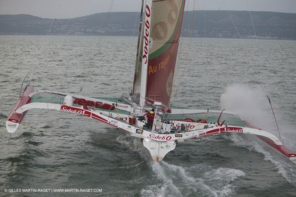 14 08 06 - Isle of Wight (UK) - Thomas Coville beat the round britain island sailing record onboard his 60 trimaran sodebo
