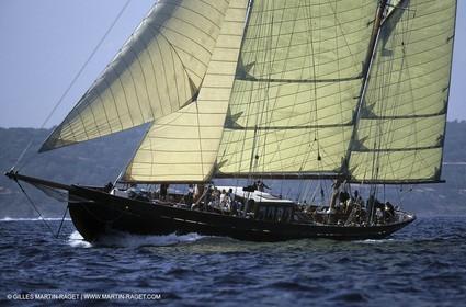 Black Swan - Classic yacht