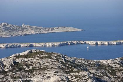 04 04 2009 - Marseille (FRA, 13) - Les Calanques - Sormiou crests - Ile plate et Ile de Riou